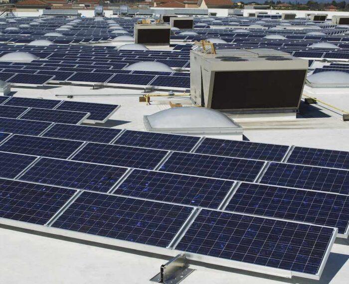 #Energía: Los paneles solares bifaciales junto con tejados blancos pueden aumentar el rendimiento energético hasta en un 25%